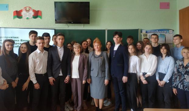 С участниками информационно-образовательного проекта «Школа Активного Гражданина» в средней школе №10 22 апреля 2021 года